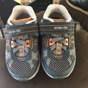 Infant/toddler walking shoes